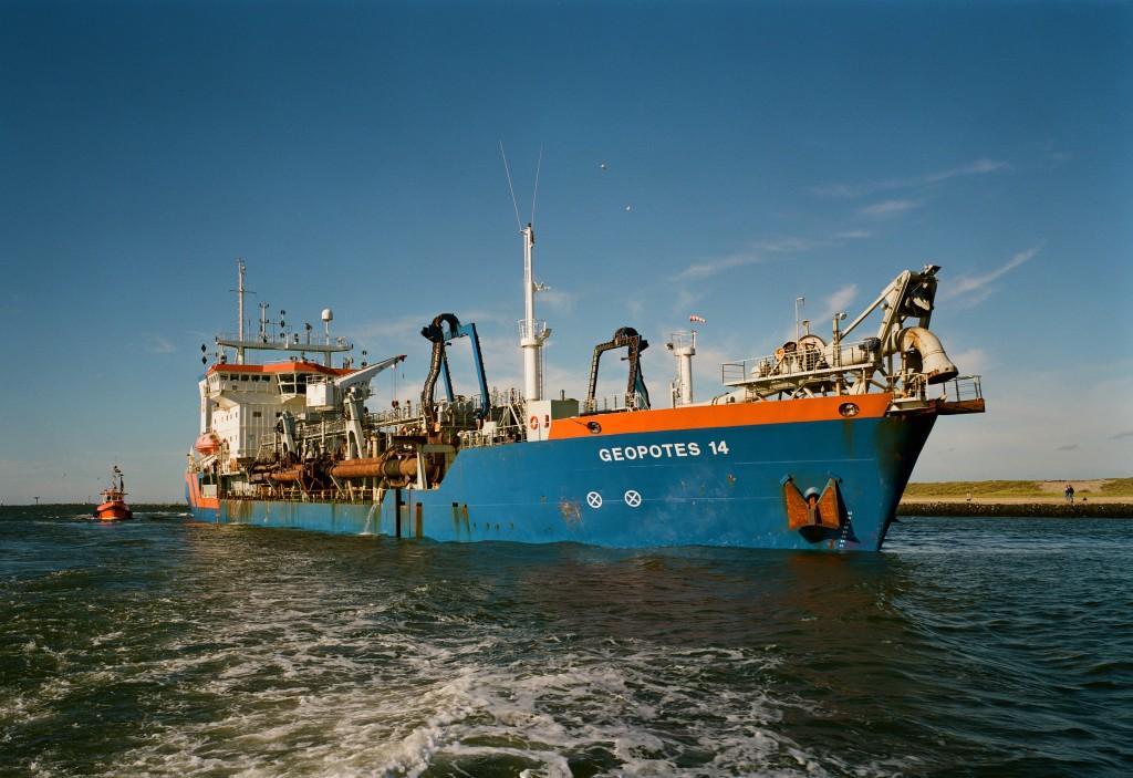 Baggerschip Geopotus bij Hoek van Holland. Rens Jacobs, 1989, RWS.