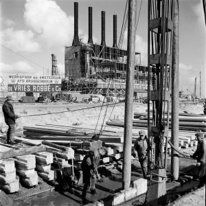 Amsterdam 1952, bouw van de energiecentrale Hemweg. Foto: Ad Windig, MAI, HH