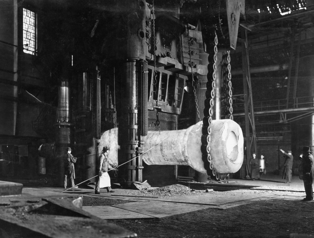 2-T12-E1-1900-3 (35935) 15.000t-Presse bei Krupp / Foto Technik: Metalle / Eisen und Stahl. - 15.000 t - Presse in den Kruppwerken in Essen. - Foto, um 1900. E: 15.000t Press at Krupp / Photo / c.1900 Technology / Metal: Iron and Steel. - 15.000 t - press at the Krupp works in Essen, Germany. - Photo, c.1900.