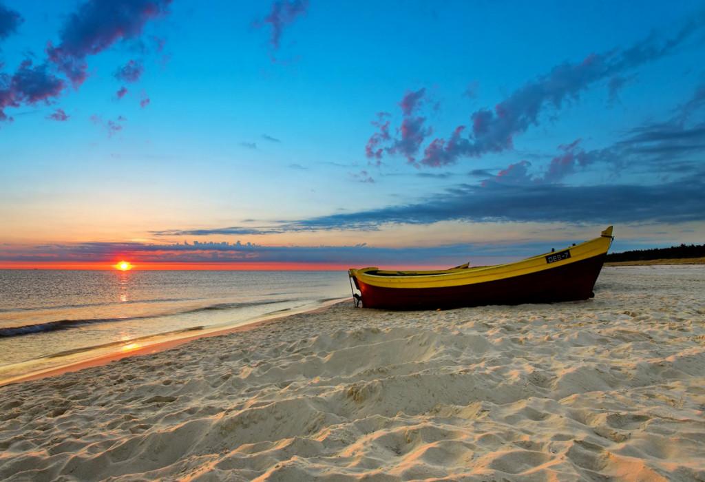 It Soal in Workum heeft een mooi starnd voor dagrecreatie. Maak hand in hand een mooie strandwandeling, sla vanaf de wal uw hengel uit of geniet van een heerlijke boottocht terwijl de wind door uw haren strijkt… Het zijn dé ingrediënten voor een onvergetelijke vakantie in watersportprovincie Friesland.