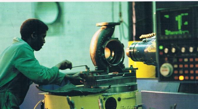 Outsourcing:Weloverwogen strategie nodig bij uitbesteden van werk     Uitbesteden om uit te munten (1995 9)